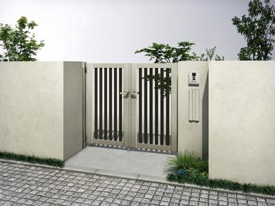 木目調マテリアルカラーの門扉。